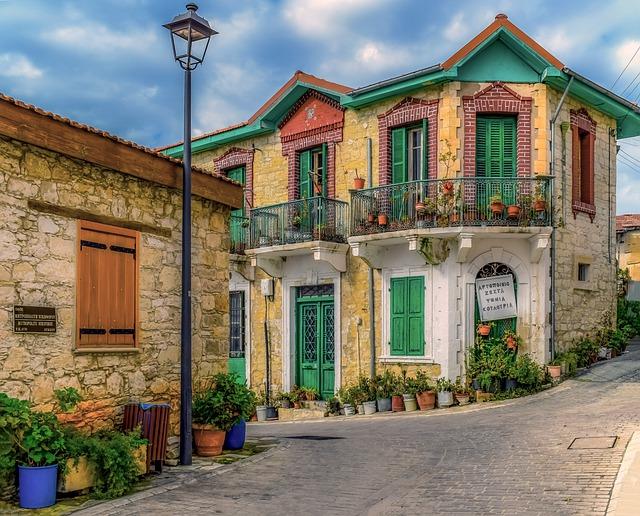 תושבות בקפריסין